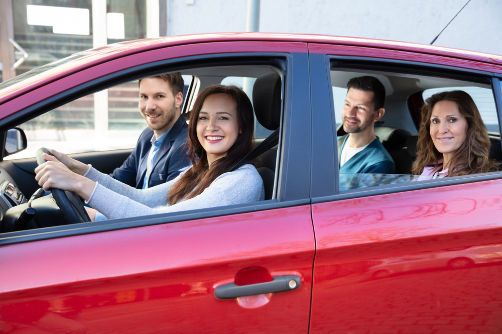 O carpool é uma forma de promover uma vida mais sustentável. (Fonte: Shutterstock/Andrey Popov/Reprodução)