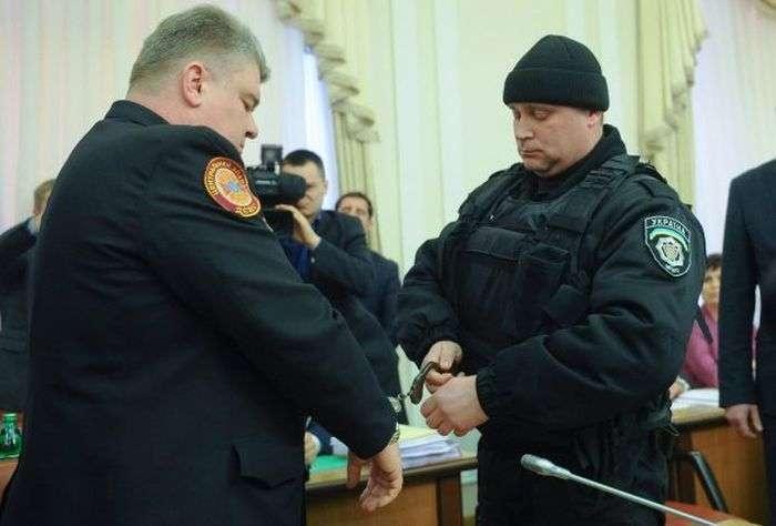Сергій Бочковський став відомим на всю країну після того, як на нього в березні 2015 року одягли наручники в прямому ефірі на засіданні уряду