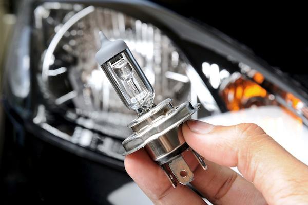 เปลี่ยนหลอดไฟที่ให้ความสว่างมากขึ้น จะช่วยเพิ่มความปลอดภัยในการขับขี่