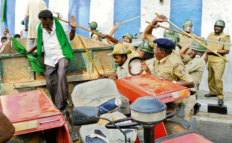 Police lathicharge agitating sugarcane farmers near Freedom Park in Bengaluru on Thursday