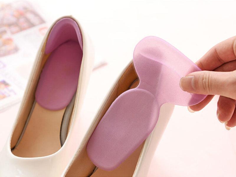 Sử dụng miếng lót giày chống tuột gót khi mang cao gót