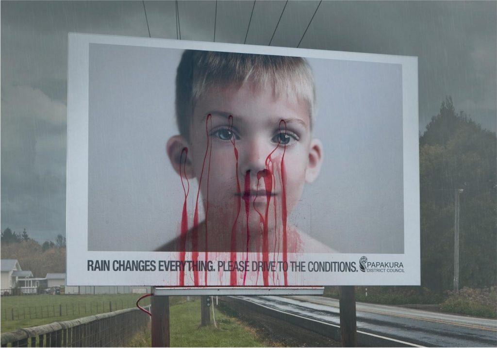 необычный креативный рекламный щит