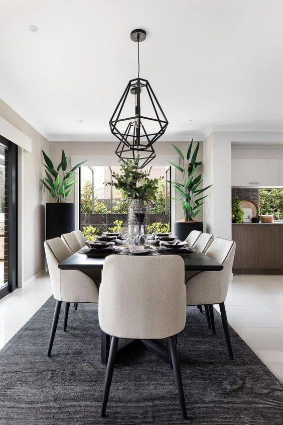 Phòng bếp được thiết kế với không gian xanh tươi mát