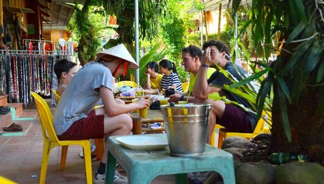 Uống một cốc nước lá phao giúp bạn xua tan sự mệt mỏi trên suốt cả chặng hành trình du lịch Mai Châu.