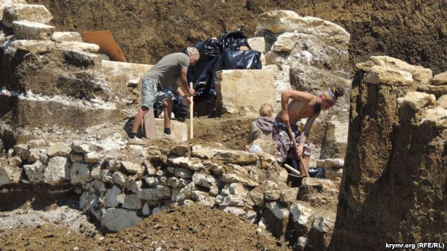 Раскопки в Керчи, май 2017 года