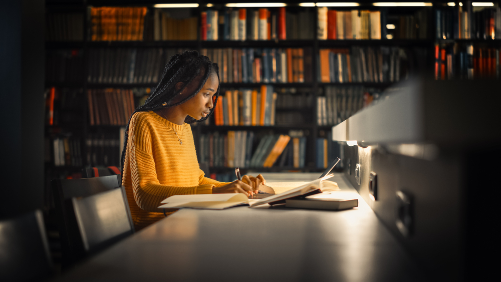 Escolher um tópico de investigação é um passo importante. (Fonte: Gorodenkoff/Shutterstock)