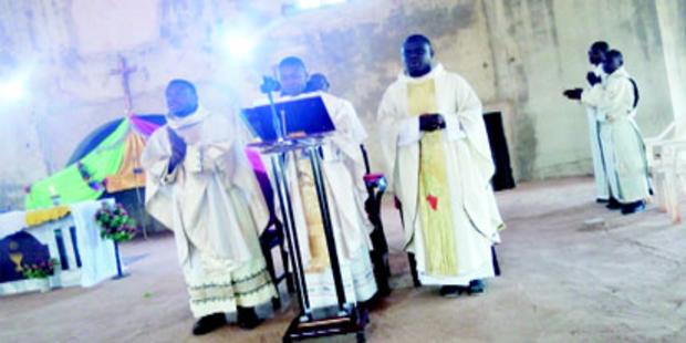 Linh mục Phi Châu bị bắt cóc kể lại những ngày đau khổ bị bắt giữ