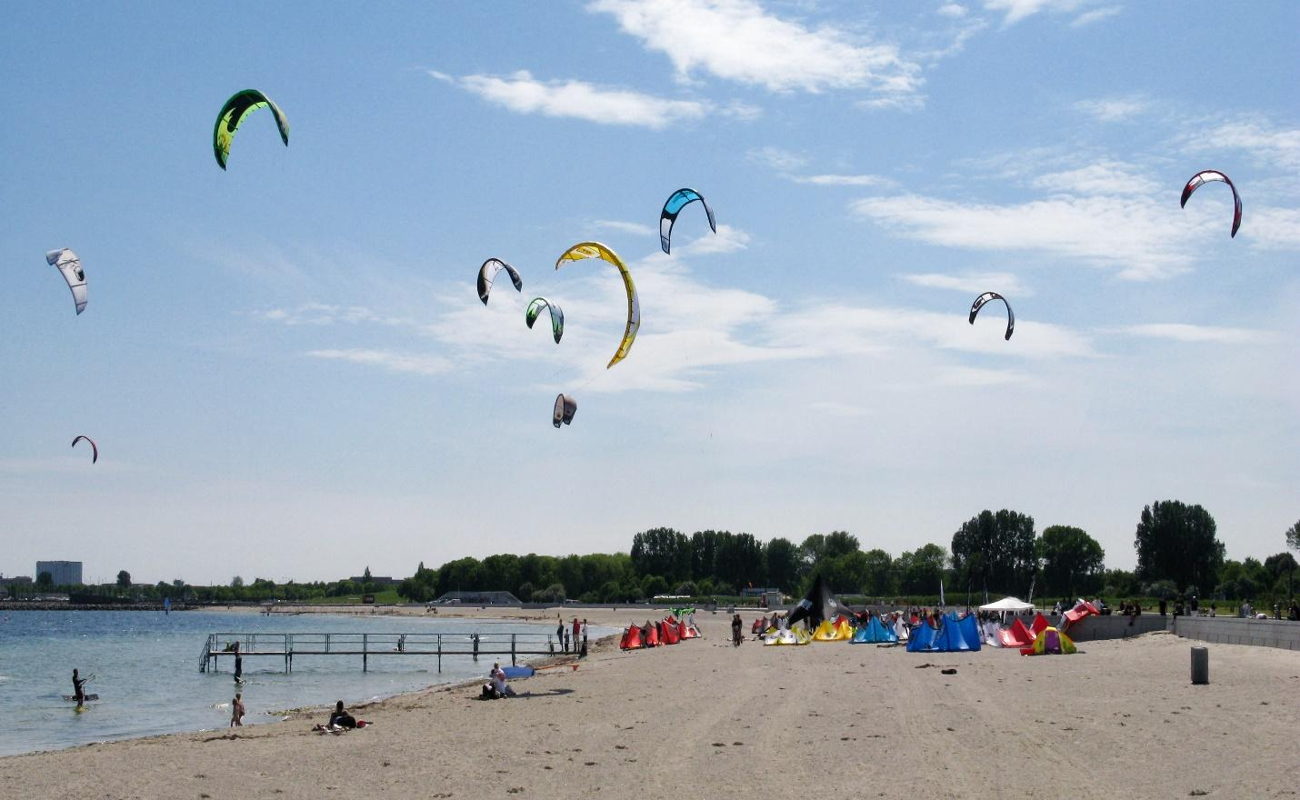 C:\Users\Arslan\Desktop\english-kite-surfers-amager-beach-park-copenhagen-denmark.jpg