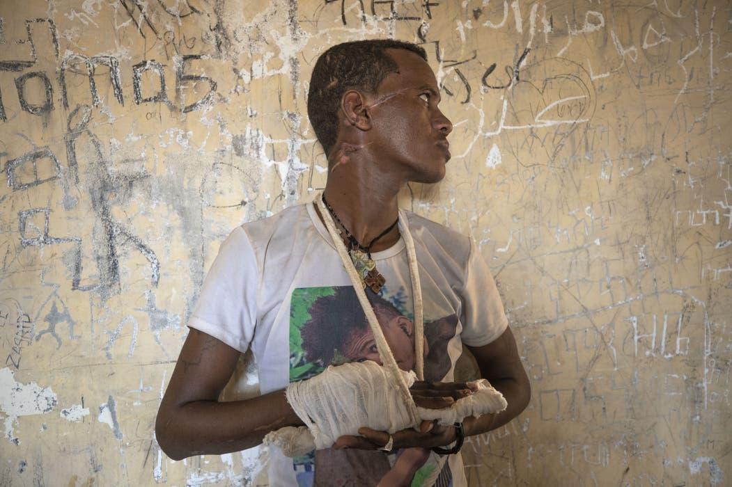 Der 22-jährige Abrahaley Minasbo hat das Massaker von Mai Kadra knapp überlebt. Wer für die bis zu 700 Morde in dem Dorf genau verantwortlich ist, bleibt unklar.