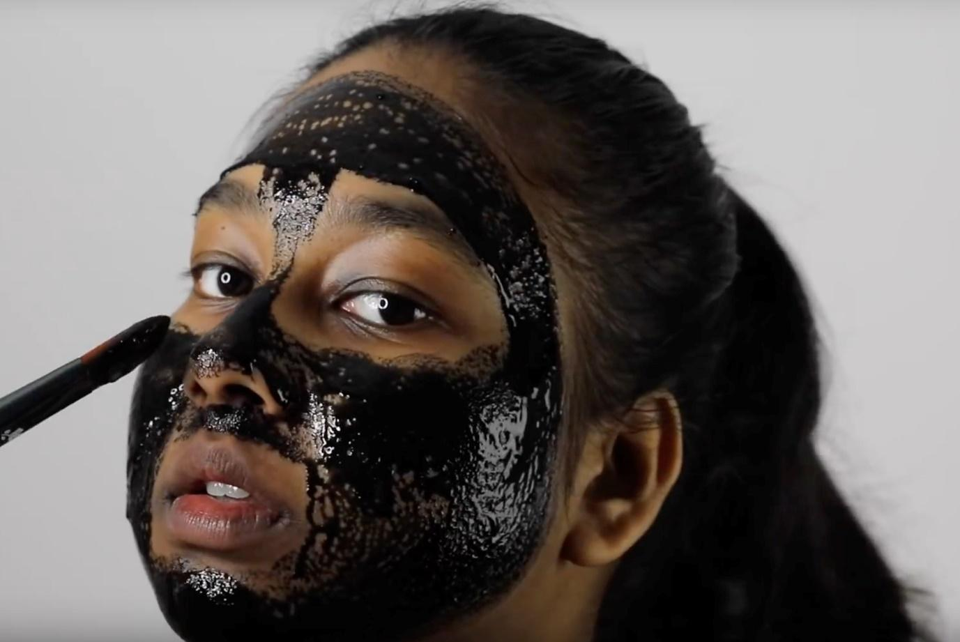 All Natural Charcoal DIY Face Mask to Remove Blackheads - Metiza