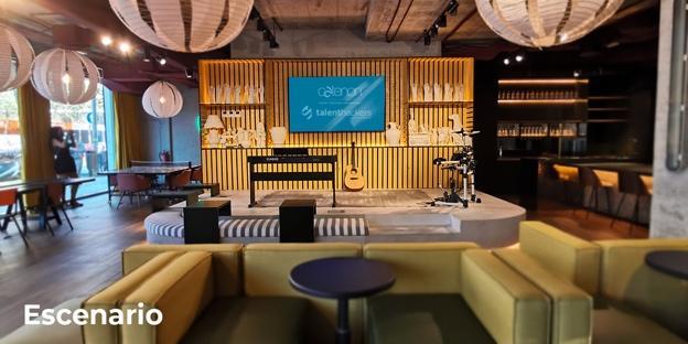 Una sala de estar  Descripción generada automáticamente con confianza media