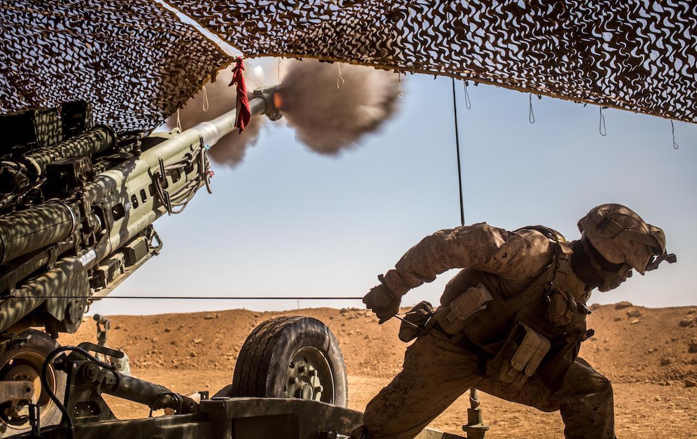 US Marine artillery syria