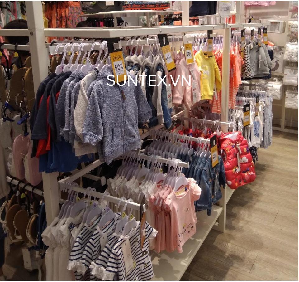 Tại sao nên dùng móc nhựa để làm móc quần áo trẻ em?