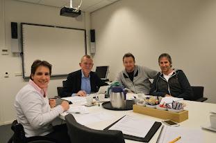 Juryvergadering december 2014 met v.l.n.r. Maaike Smit, Wiemer Haagsma, Harry de Ridder en Peter Dekkers. Niet op de foto: Han Dijkstra.