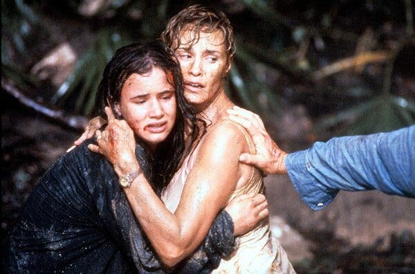 "Soldan, Juliette Lewis ve Jessica Lange, ""Korku Burnu"" nda."