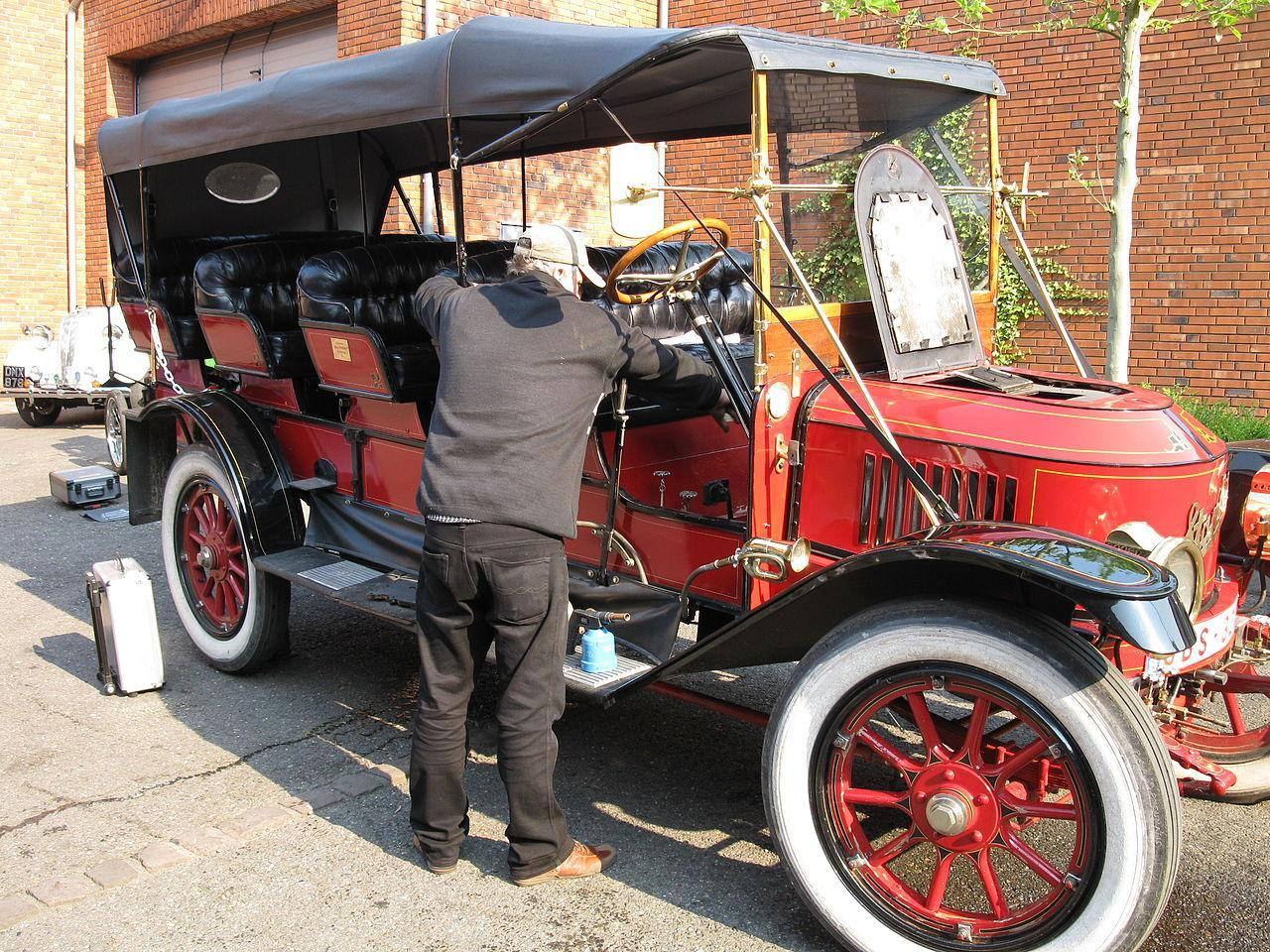 Stanley Steamer 30 HP 12-passenger Mountain Wagon steam car.