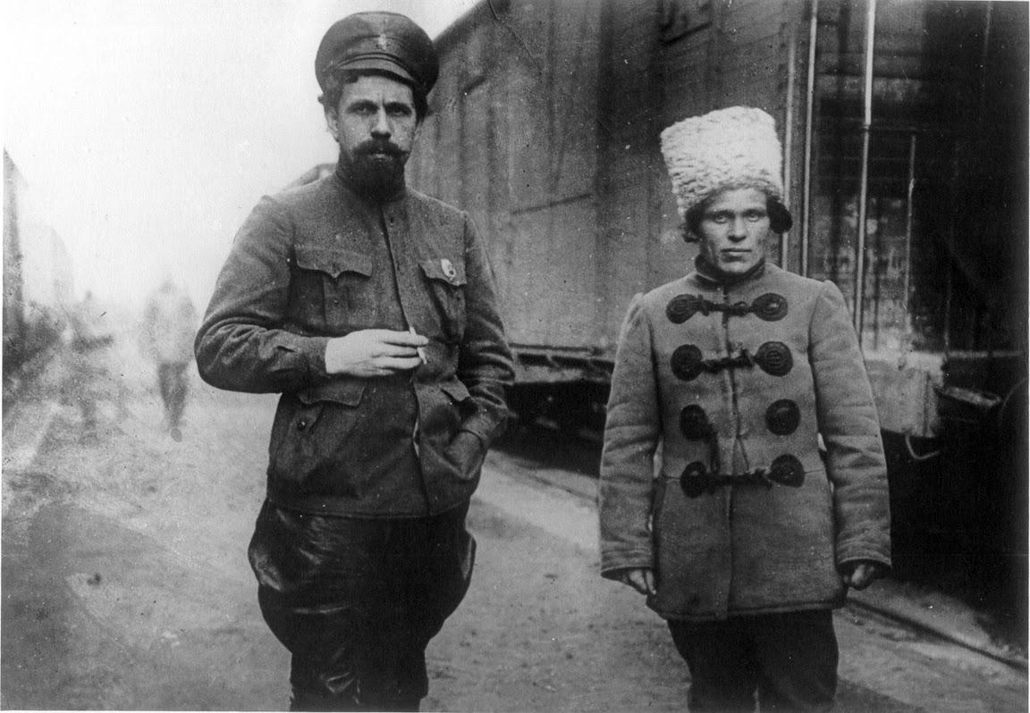 Командир 1-ї Задніпровської Української радянської дивізії Павло Дибенко і командир 3-ї бригади у її складі Нестор Махно (справа), початок 1919-го