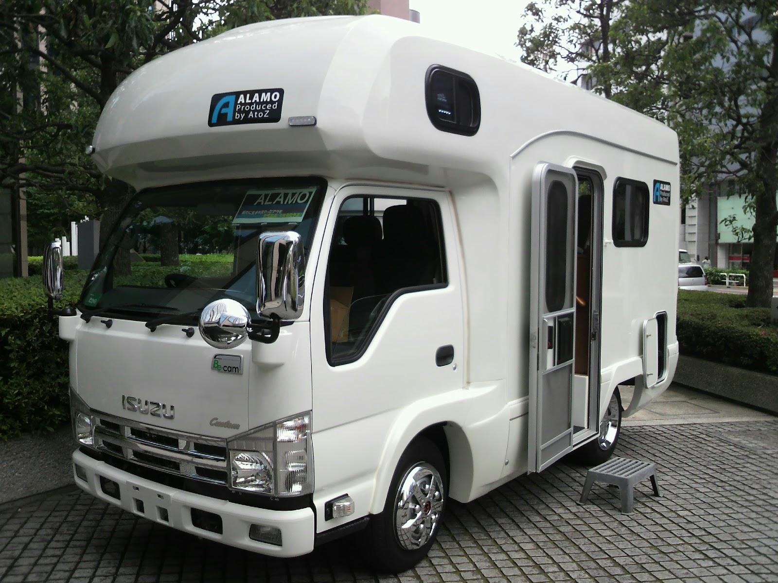ISUZU_ELF_6th_Gen,_Standard-Cab-type_Recreational_Vehicle.jpg
