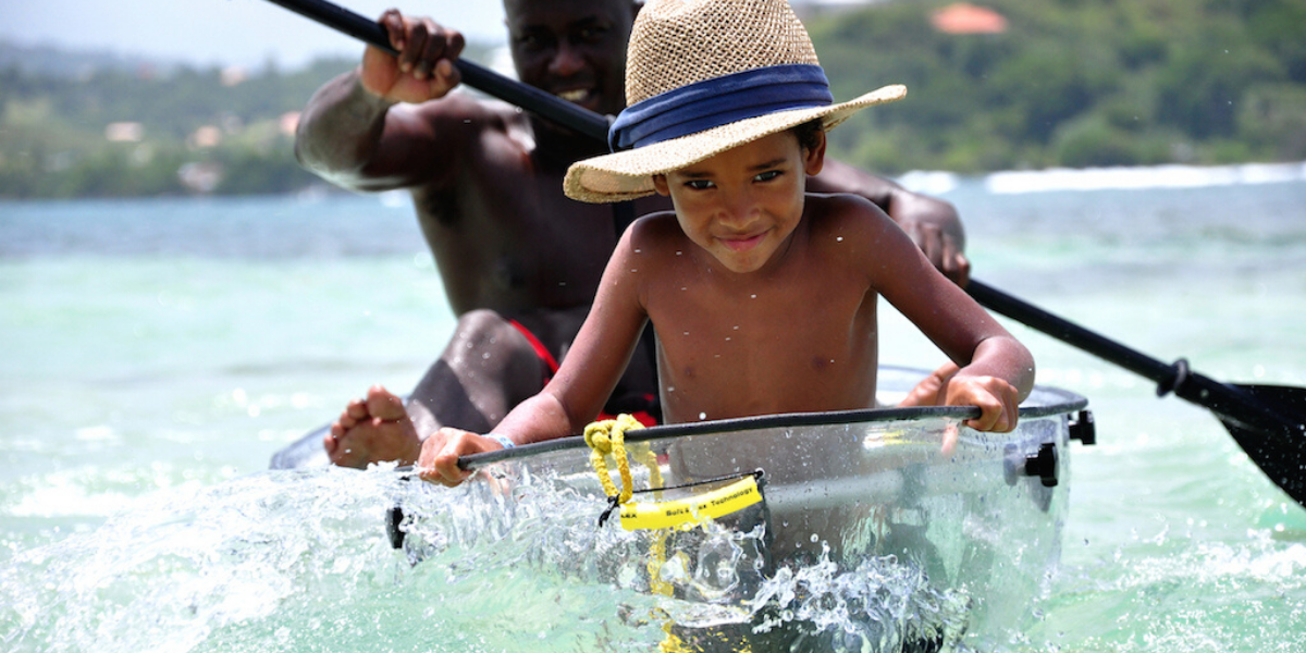 Pirogue transparente dans le sud de la Martiniqu avec Atawane