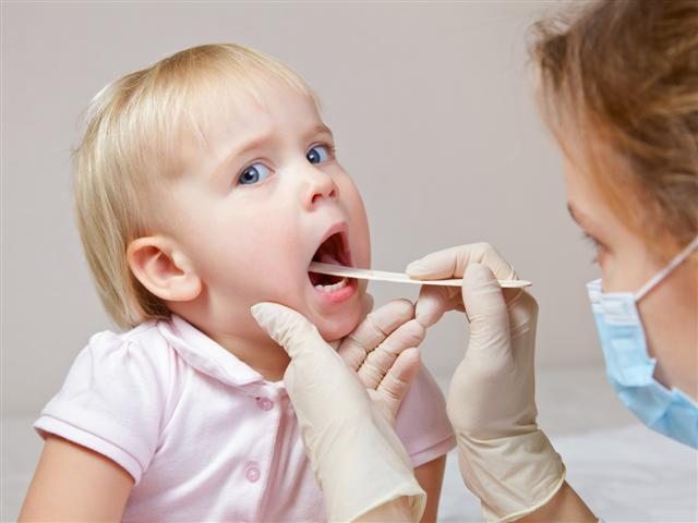 Kết quả hình ảnh cho cắt amidan cho trẻ