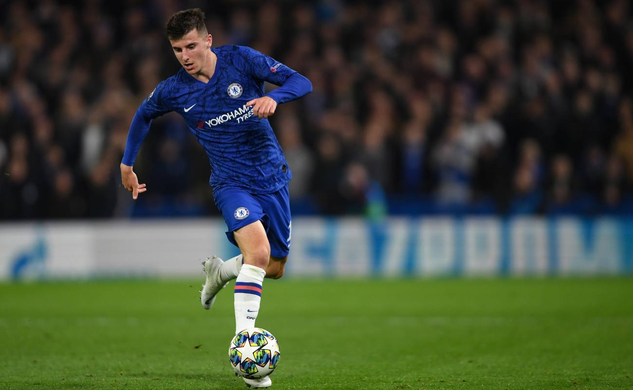 Mason Mount of Chelsea dribbles the ball on the field.