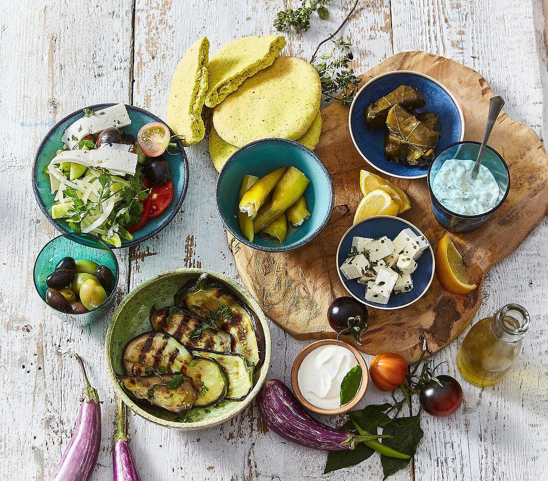 Ein Bild, das Teller, Mahlzeit, verschieden, mehrere enthält.  Automatisch generierte Beschreibung