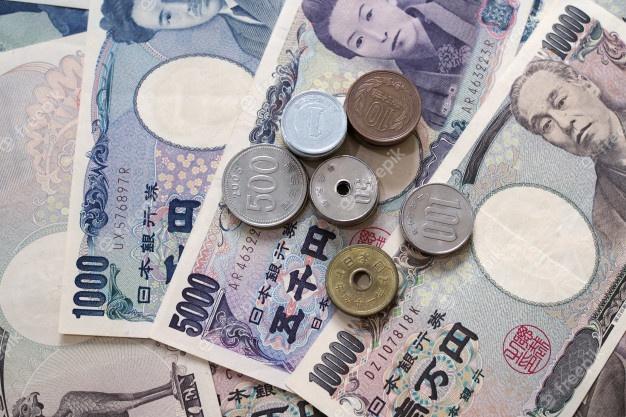 Notas dos ienes japoneses e moedas do iene japonês para o conceito do  dinheiro. | Foto Premium