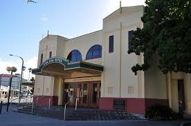 Pictures of New Zealand: Napier is known for its Art Deco buildings. The  town was destroyed by a 1931 earthquake , and completely rebuilt in this  style This is the Pan Pac