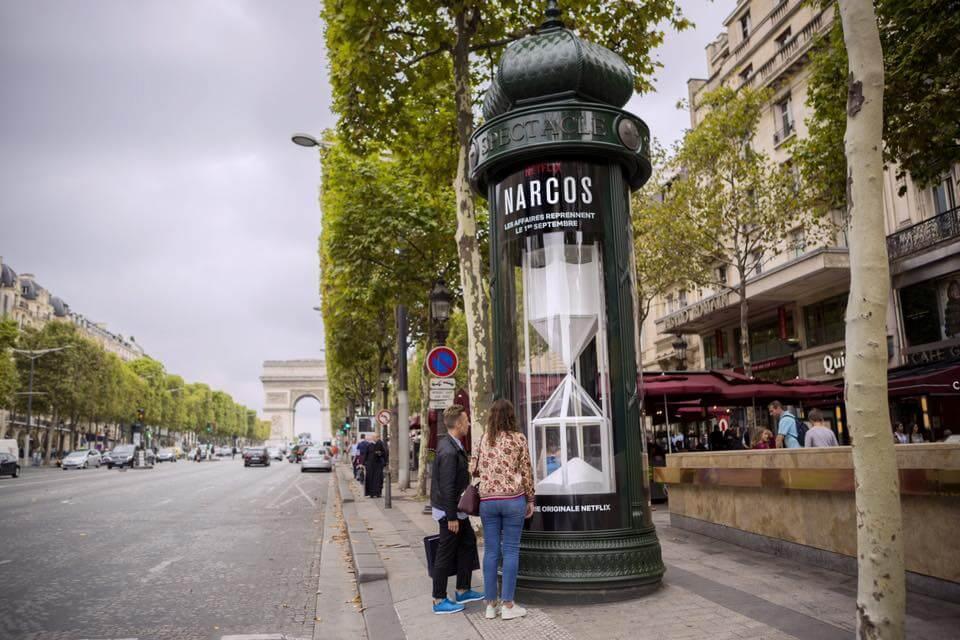 Campagne street marketing: sablier rempli de coke pour les 48 heures précédant le retour de la saison 3 de Narcos