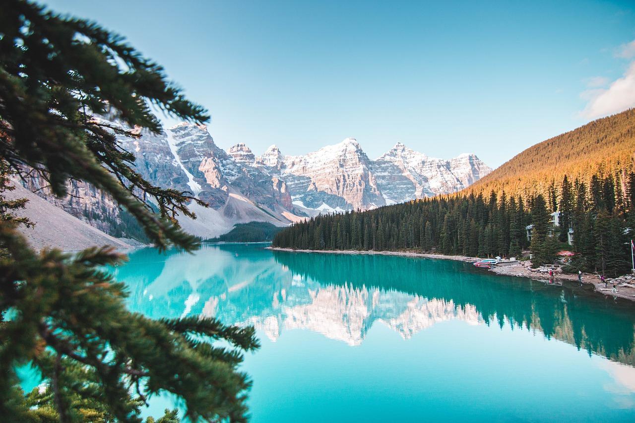 Obraz zawierający przyroda, góra, woda, śnieg  Opis wygenerowany automatycznie