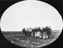 2women_pulling_a_plough_-_Thunder_Hill_Colony-Manitoba.jpg