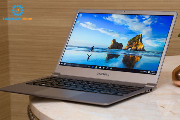 so-sanh-laptop-apple-macbook-voi-laptop-samsung-3