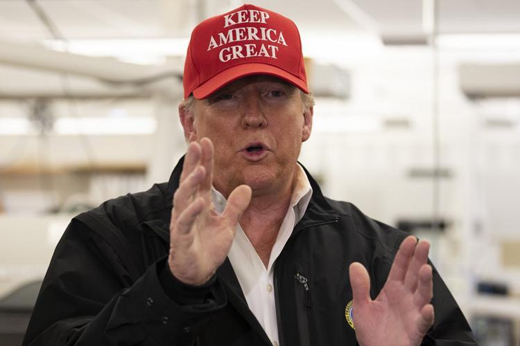 Tổng thống Mỹ Donald Trump trong chuyến thăm Trung tâm Kiểm soát và Phòng ngừa Dịch bệnh Mỹ ở Atlanta, Georgia hôm 6/3. Ảnh: AFP.