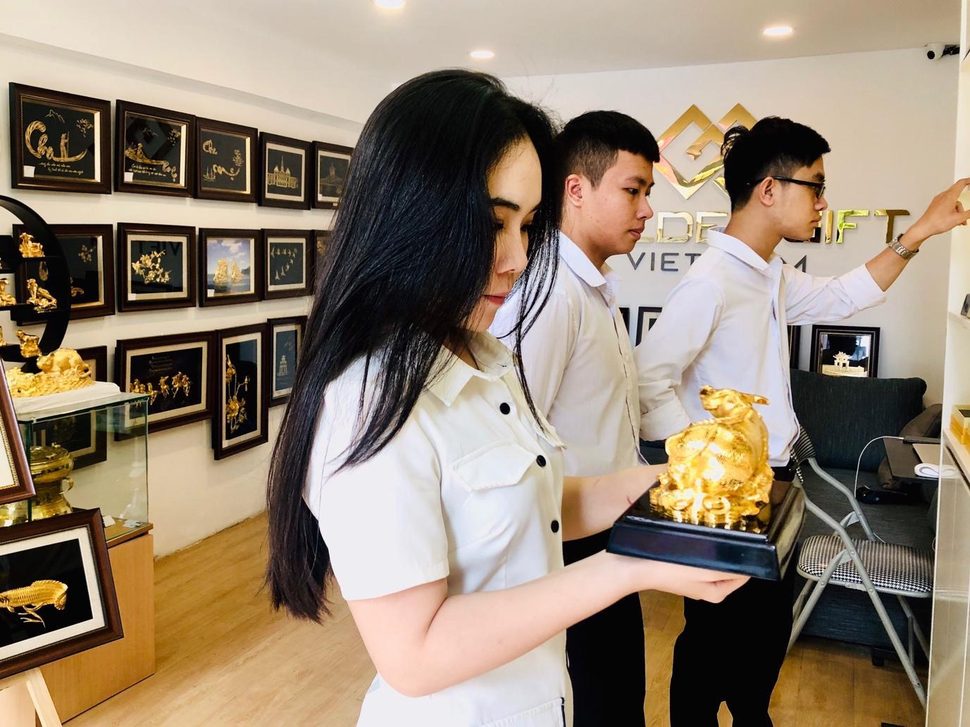 Thị trường quà Tết 2021: Giỏ quà chiếm ưu thế, độc lạ mẫu trâu vàng - Ảnh 4
