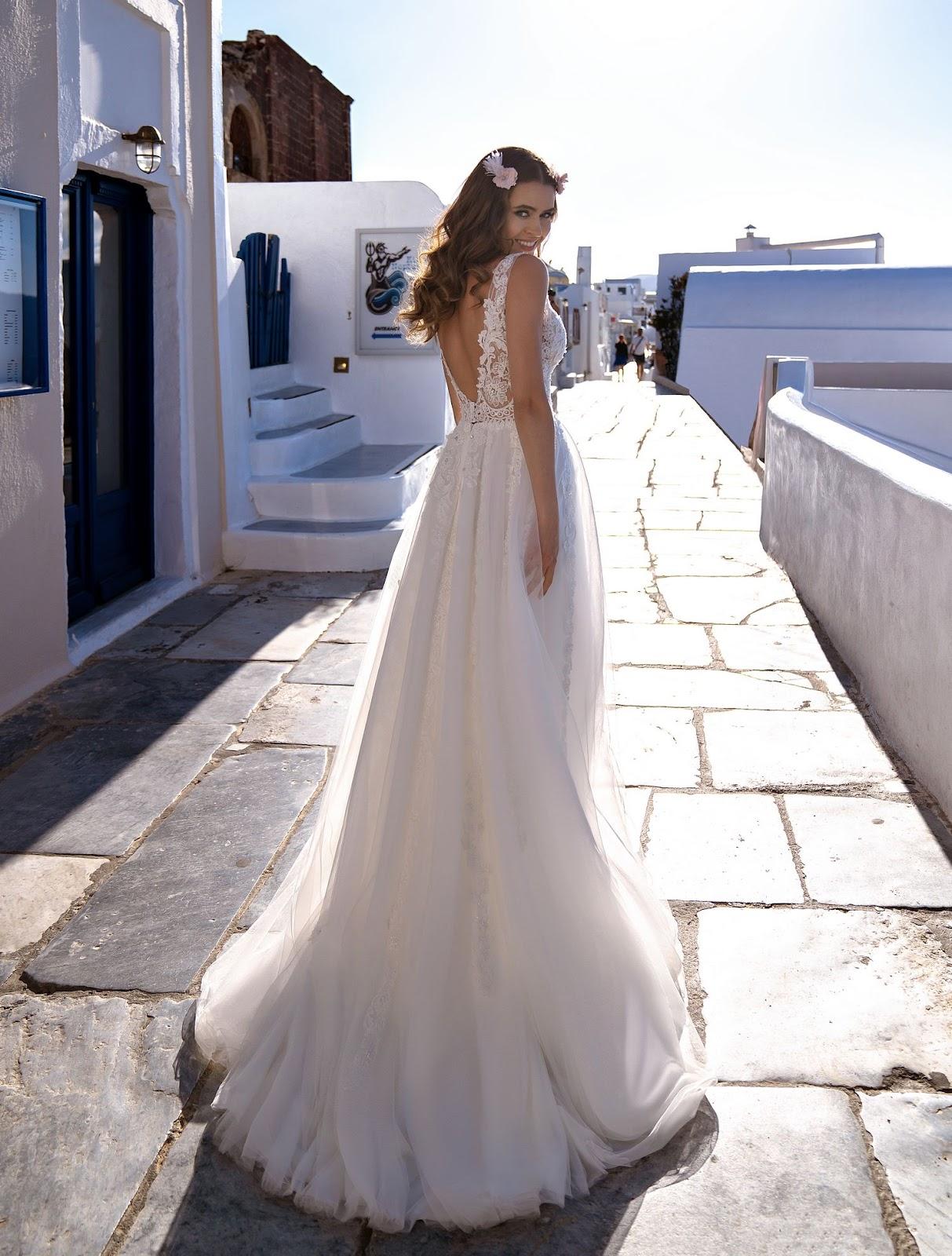 Прямое воздушное свадебное платье