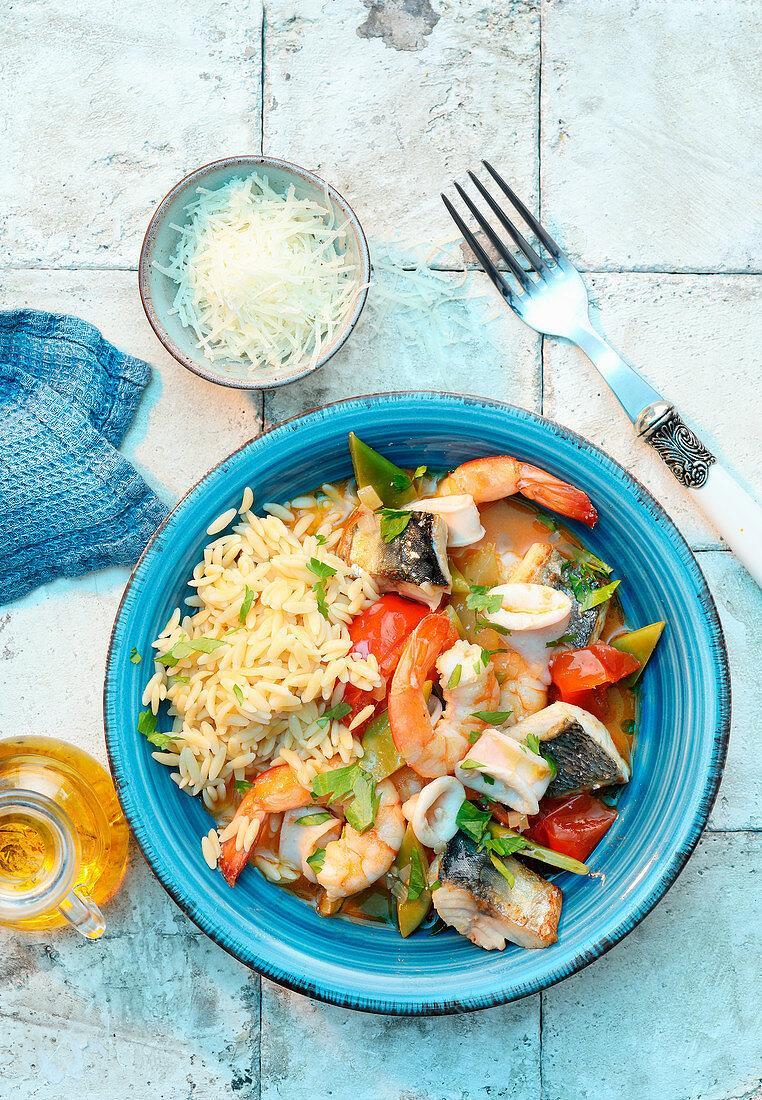 Ein Bild, das Boden, Essen, Teller, draußen enthält.  Automatisch generierte Beschreibung