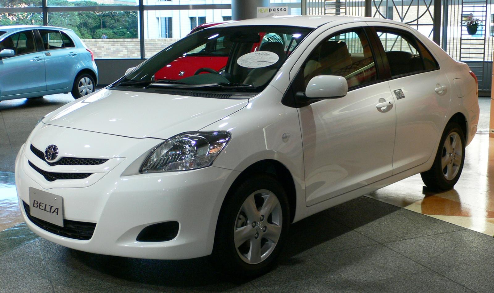 2005_Toyota_Belta_01.jpg