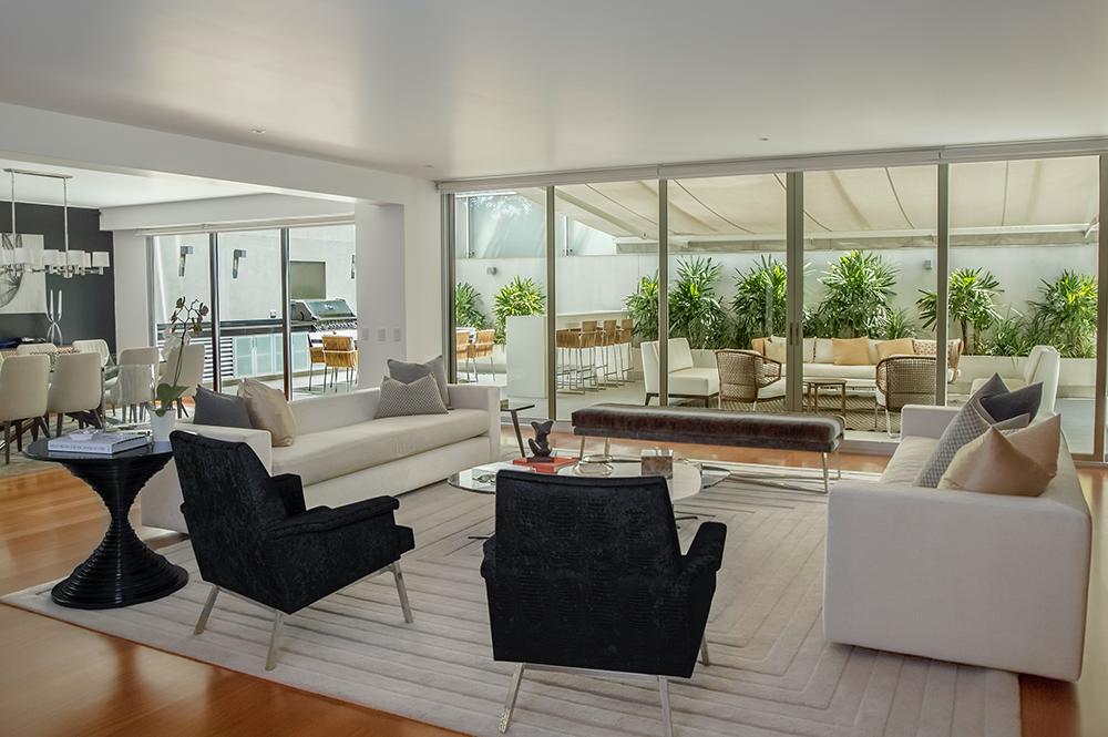 Custom home design idea for living room