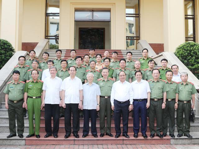 Description: Các lãnh đạo Đảng, Nhà nước chụp ảnh chung với các đại biểu. Ảnh: Trí Dũng - TTXVN