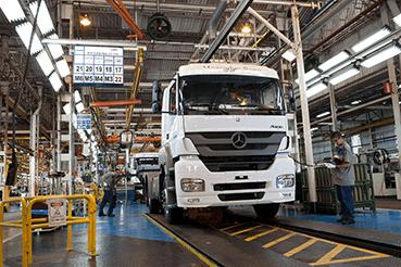 Linha de produção da Mercedes em São Bernardo do Campo