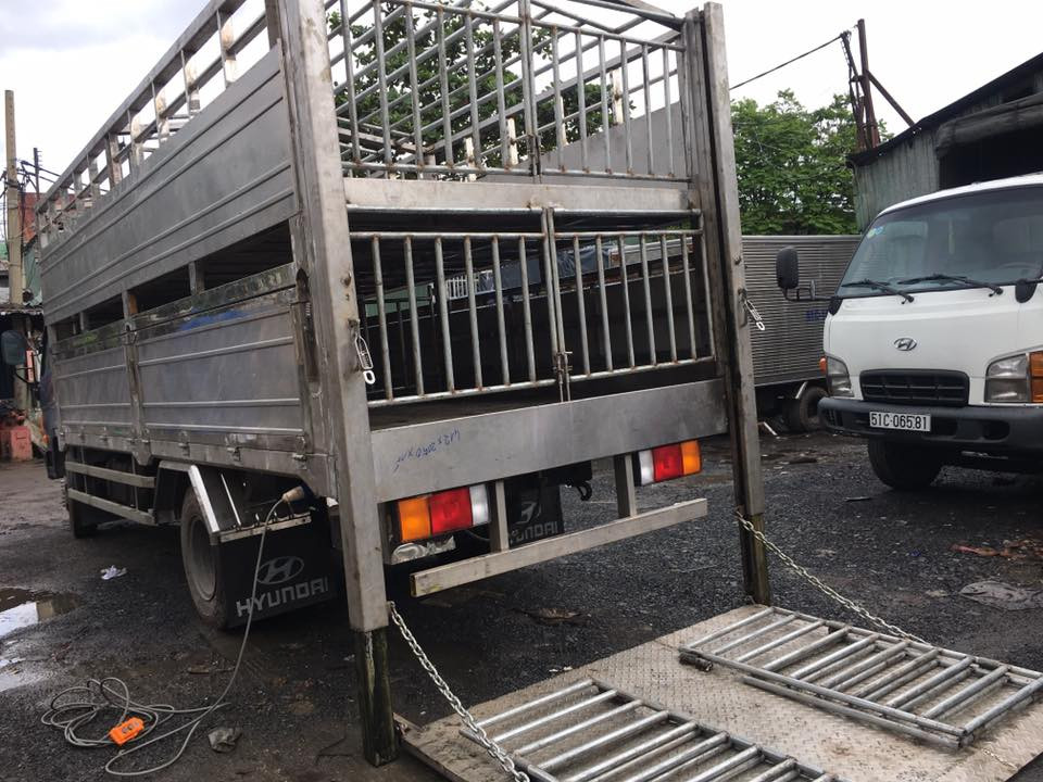 Nhận đóng bửng nâng hạ xe tải, đóng bửng nâng xe tải giá rẻ