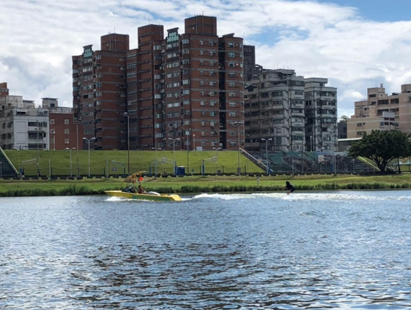蘆洲遊艇滑水體驗與挑戰