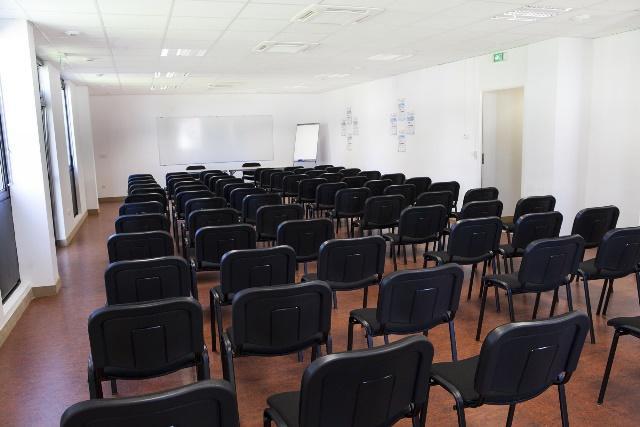 Exemple de salle de conférence tradtionnelle - artticle MDO