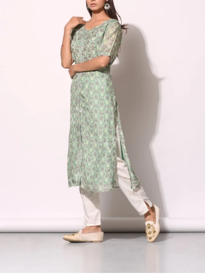 Kurti Pair Up With Cigarette Pant Style: An Awesome Combination