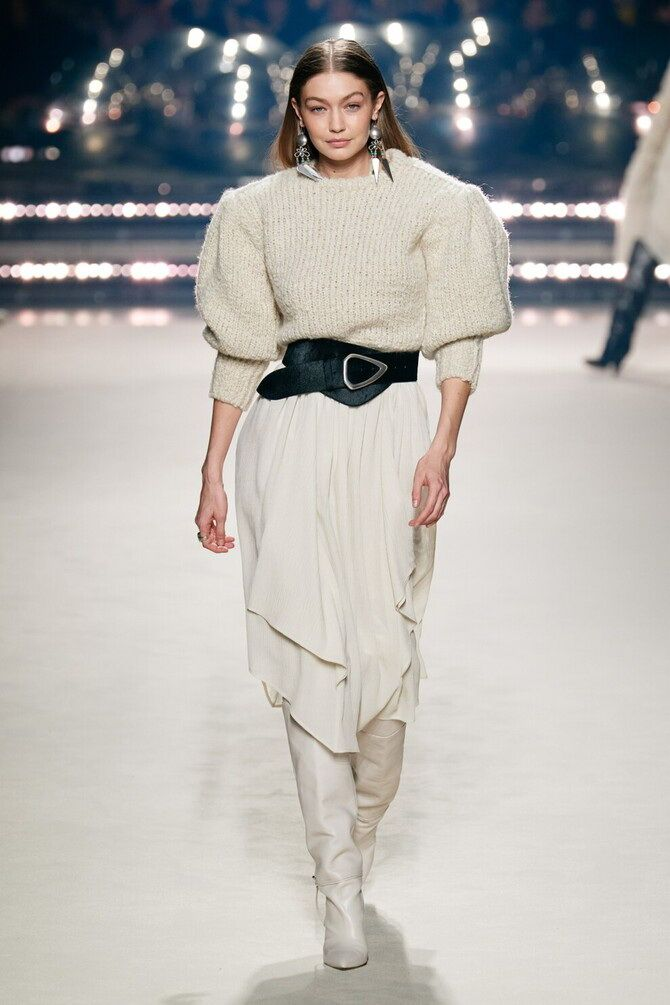Sweater and a skirt: the most fashionable winter combinations 7