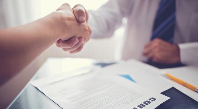 Bạn cần cẩn trọng và đọc các điều khoản khi ký hợp đồng cho thuê căn hộ