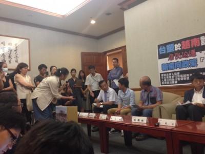 3 Dân biểu Đài Loan cùng với 4 tổ chức NGO tổ chức họp báo với khoảng 4-5 người Việt Nam làm việc tại Đài Loan, liên quan đến công ty Formosa Hà Tĩnh gây ô nhiễm môi trường biển Miền Trung, gây ra hậu quả cá biển chết trắng và ngư dân mất nghiệp.