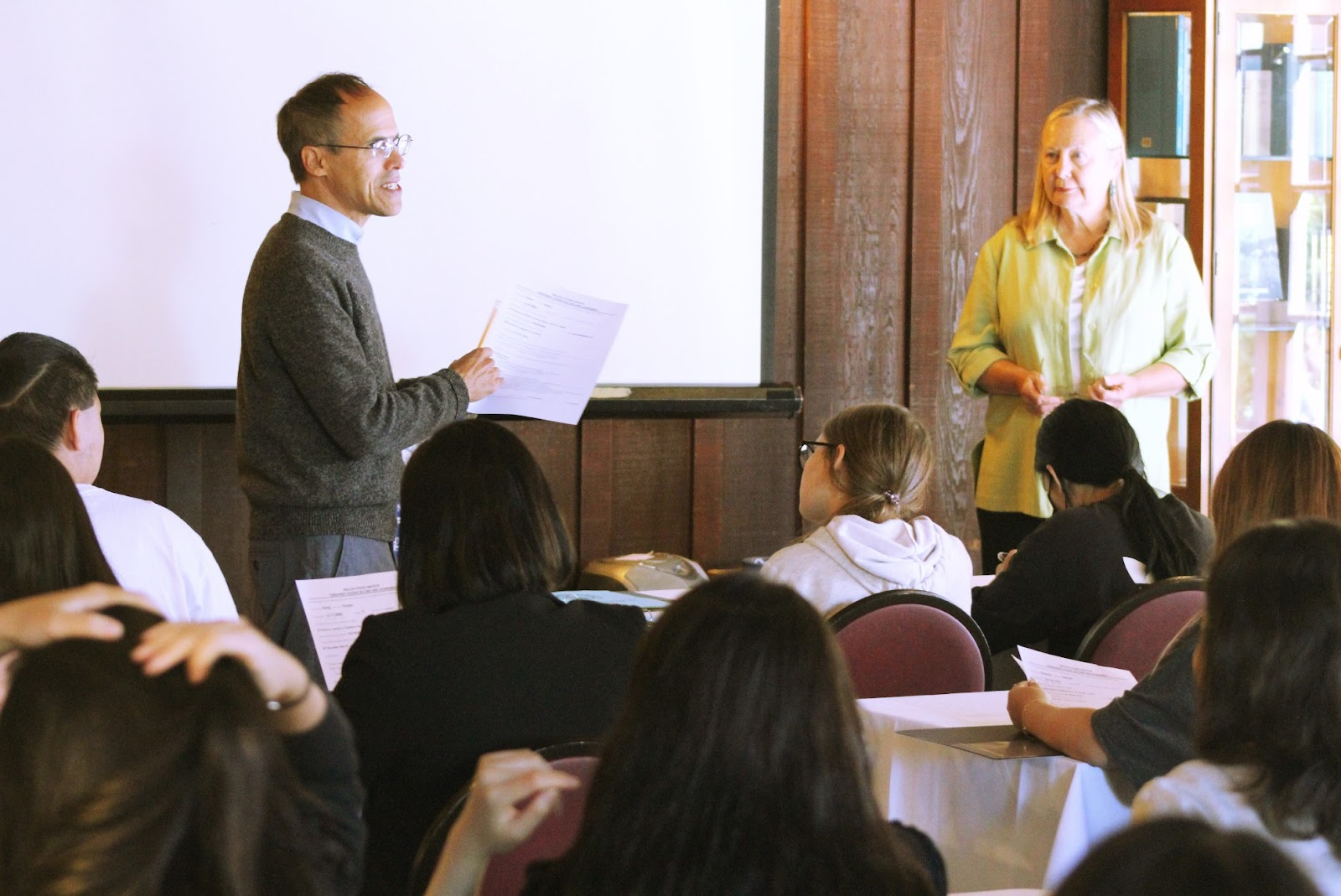 柏克萊清華校友會補助12名高中生赴矽谷培訓2