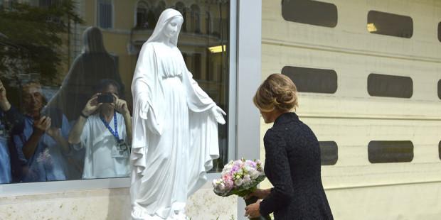 Bà Melania Trump đã chịu phép rửa tội Công giáo, Đức Hồng y Franc Rodé người Slovania khẳng định