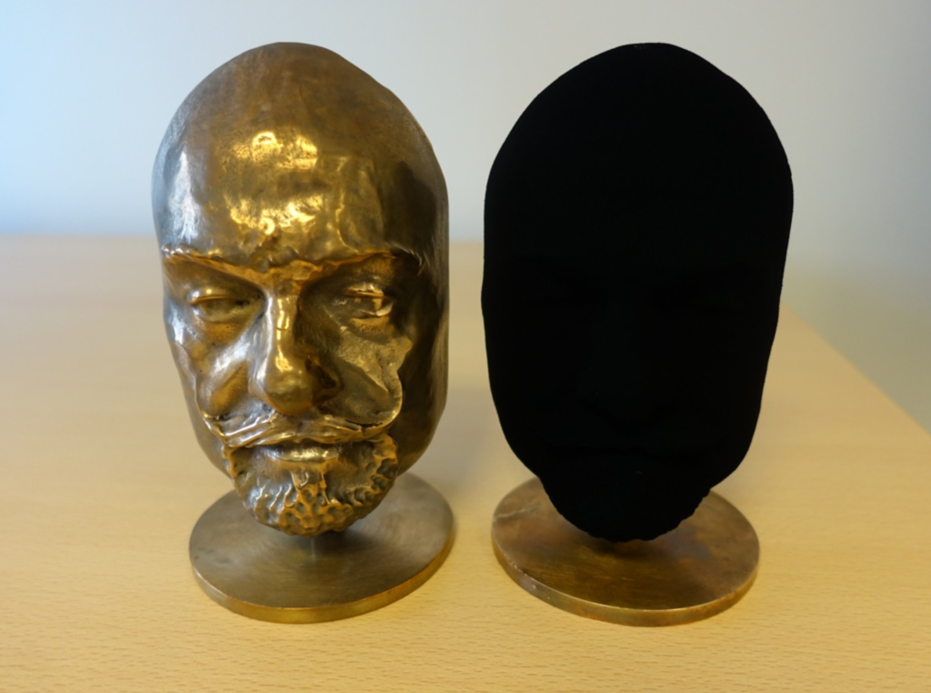 """Meet Vantablack, One of the """"Blackest"""" Materials Created By Humans. 2"""